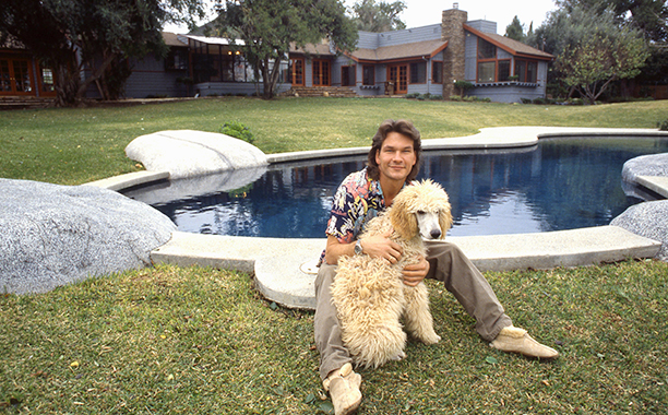 LOS ANGELES - 1987: Actor and dancer Patrick Swayze poses for a portrait with his dog at home in 1987 in Los Angeles, California. (Photo by Michael Ochs Archive/Getty Images)