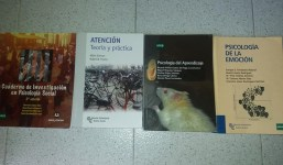 Se venden libros de la UNED