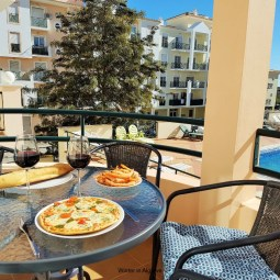 Nossa casa : 2 bed apartment with south-faced terrace and close to the sea