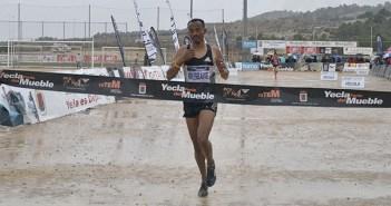 Yemane Haileselassie a su llegada a meta / Inma Azorín