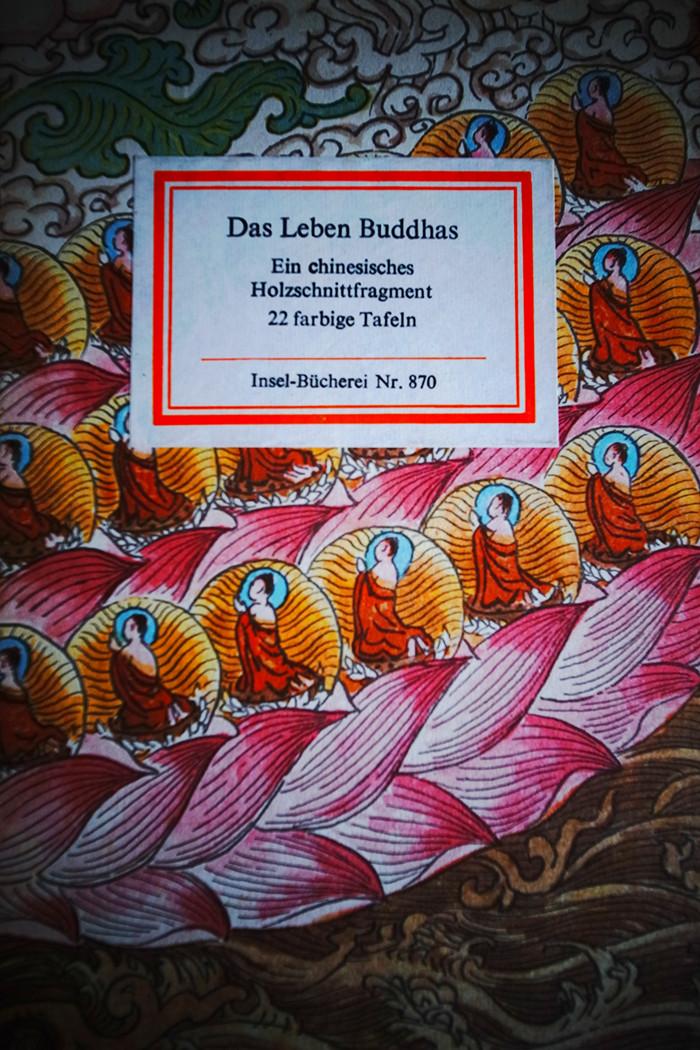 Buddhas Leben illustriert in uralten Holzschnitt-Bildtafeln