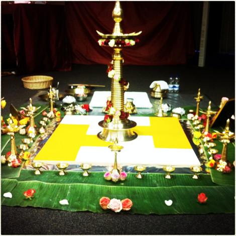 Was ist eine  पूजा = Puja? Alles Wissenswerte über das reinigende Verehrungsritual