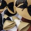特許取得のコンパクトに折りたためるフェミニン帽子で、旅先でもおしゃれを楽しむ