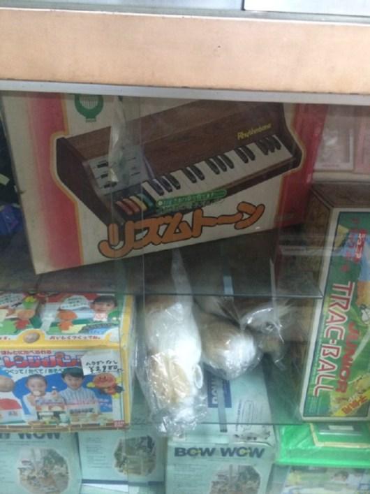 ま⊃つさんのリズムトーン、去年大阪某所で箱入りのものを一台確認しました