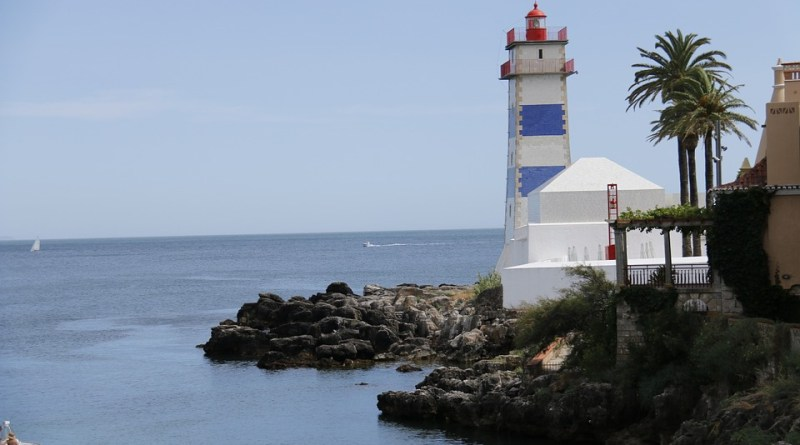lighthouse-1000622_960_720