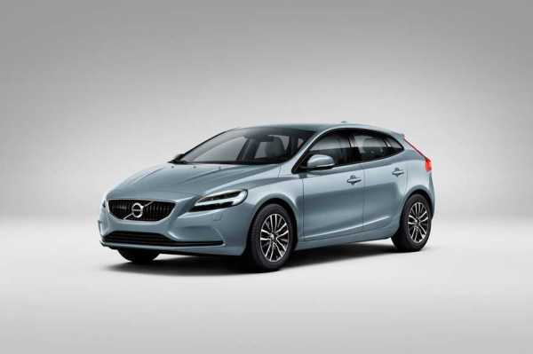 2017-Volvo-V40-Euro-Spec-front-three-quarters-02