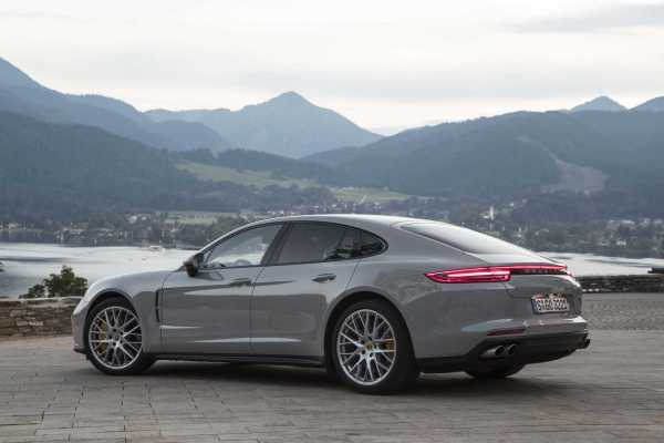 2017 Porsche Panamera Turbo rear