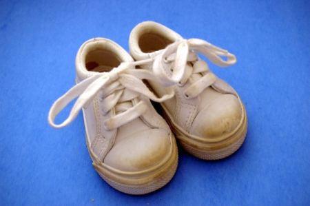 kids-shoes-half-white