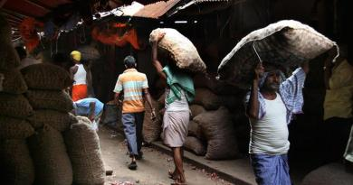 Posta Burrabazar are dependent on Bihari labours. Express Photo by Partha Paul. 06.10.2015.