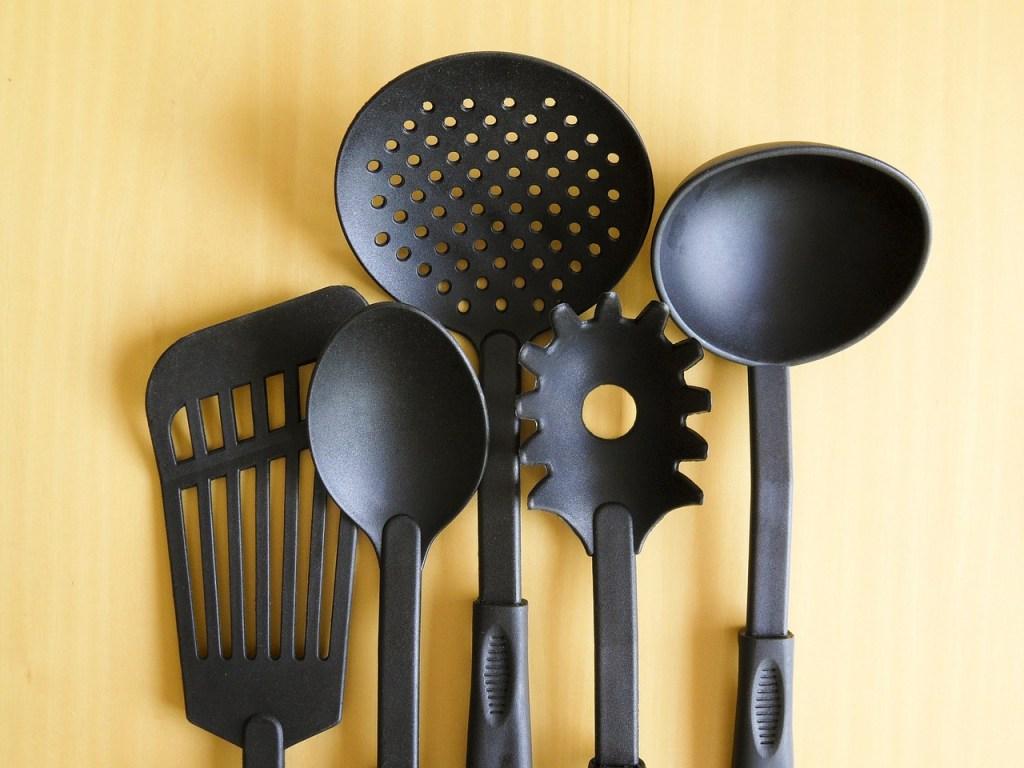 cookware-182788_1280