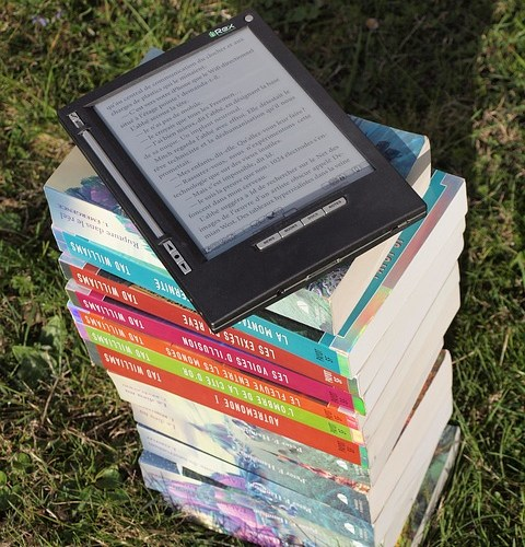 stack-of-books-1176150_640