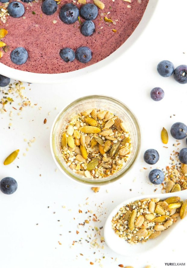 Acai and Blueberry Green Smoothie Bowl