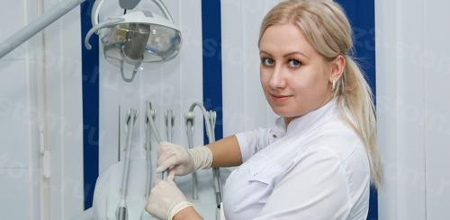 Подготовка анестезии для пациента при лечении зубов