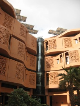 Another Masdar City apartment building with solar panels on top. Credit: Zachary Shahan.