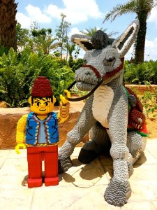 Legoland je vlastně celý postavený z plastu. Do dnes ale vyrobeného z neobnovitelných zdrojů. To by se mělo změnit. Zdroj: Pixabay.com, Autor: FonthipWard, 2015