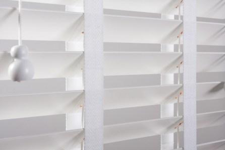Żaluzja drewniana biała
