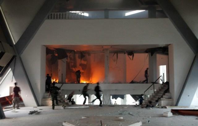 בית כנסת עולה באש בגוש קטיף