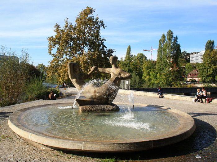 800px-Zürich_-_James_Joice_Plateau_-_Brunnen_IMG_1211
