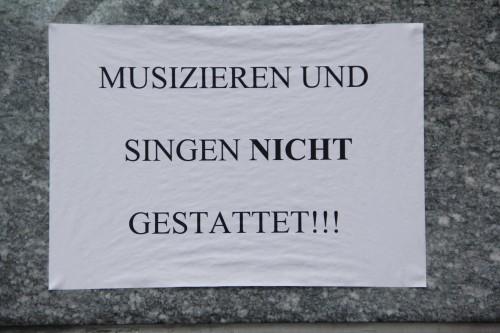 Musizieren und Singen nicht gestattet