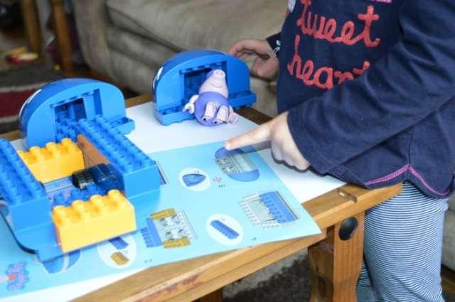 Building grandpa pig boat set