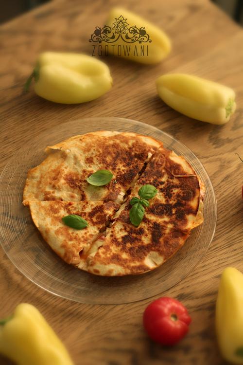 quesadillas-z-kurczakiem-papryka-mozzarella-i-pomidorem-5