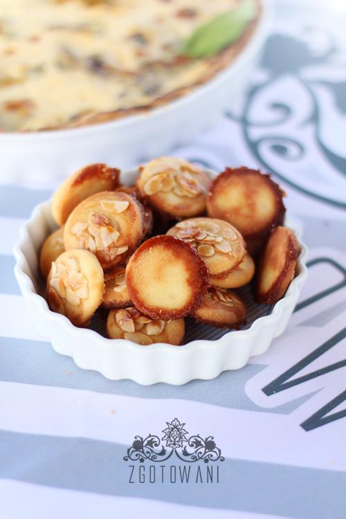 kruche-ciasteczka-z-migdalami-i-miodem-2