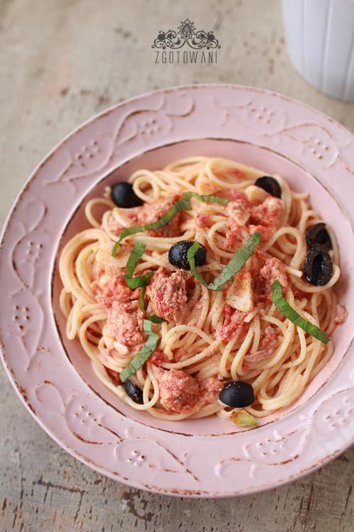 spaghetti-z-tunczykiem,-serem-feta-i-oliwkami-7