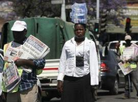 Hawkers sell newspapers and bottled water  on the streets of Zimbabwe's capital Harare, September 17, 2015.  REUTERS/Philimon Bulawayo
