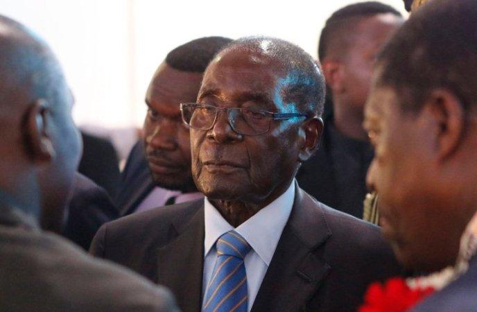 Mugabe keeps envoys guessing