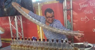 What This Bartender Does With All These Cups Will Completely Blow Your Mind
