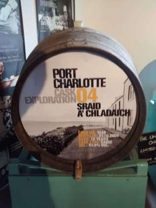 10-letnia młoda Port Charlotte, Enigmatyczne stwierdzenie Cadiz (Kadyks) przy typie beczki sugeruje sherry albo jakieś inne winko z tych okolic