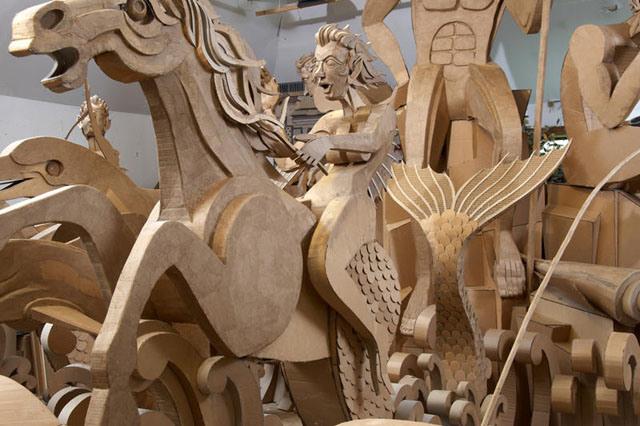 Kolekcja rzeźb z kartonu