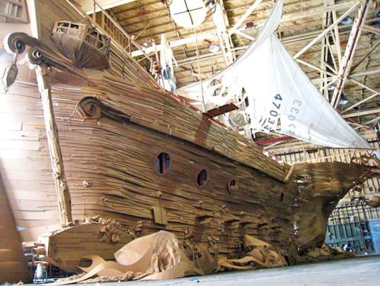 Statek piratów z kartonowych pudeł