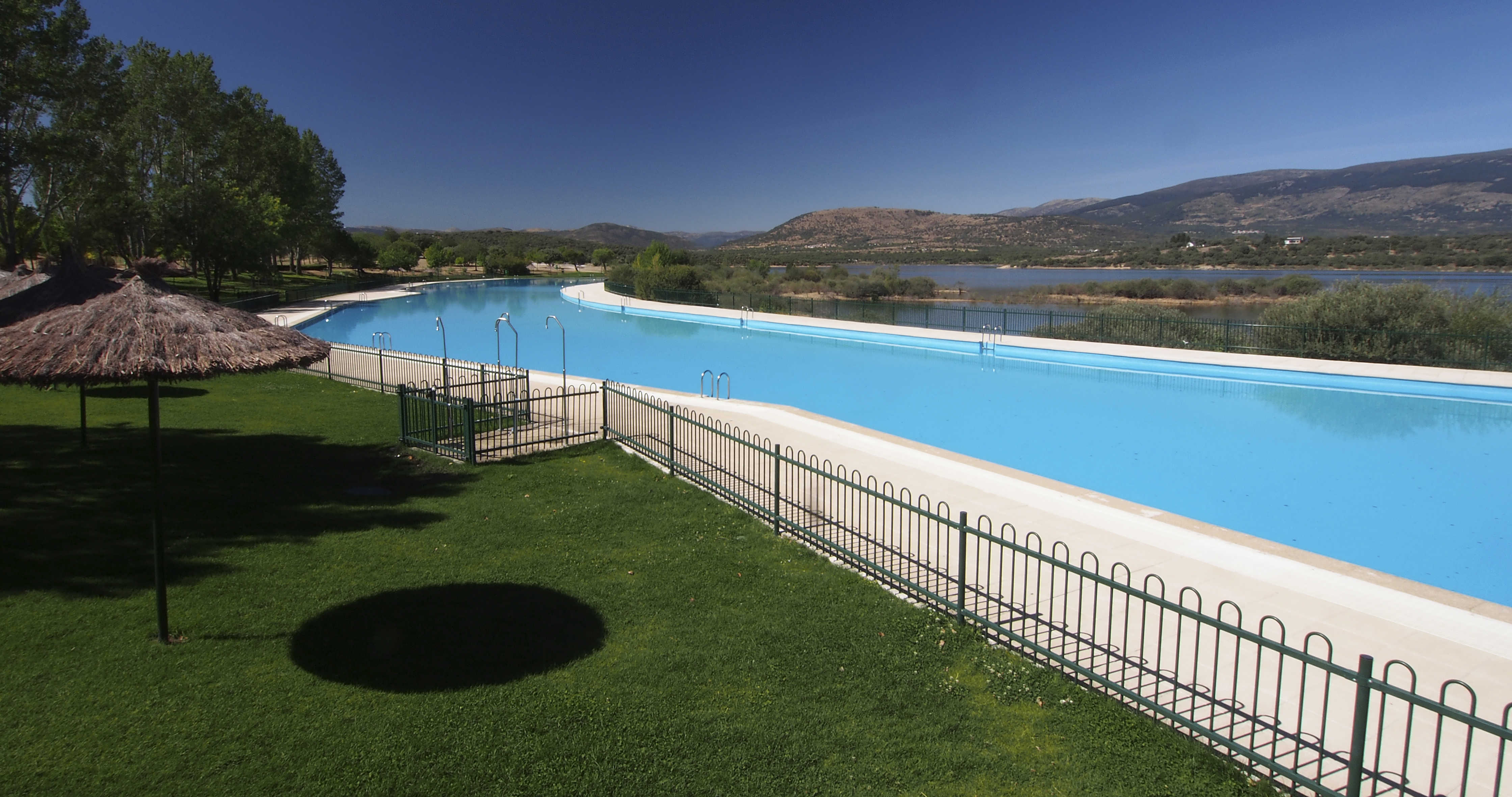 abre la piscina de metros cuadrados de buitrago de