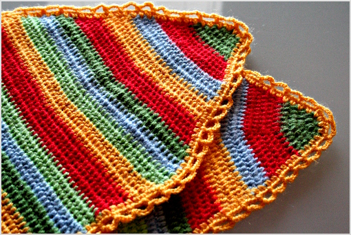 crochet Easter free placemat pattern by zoomyummy.com