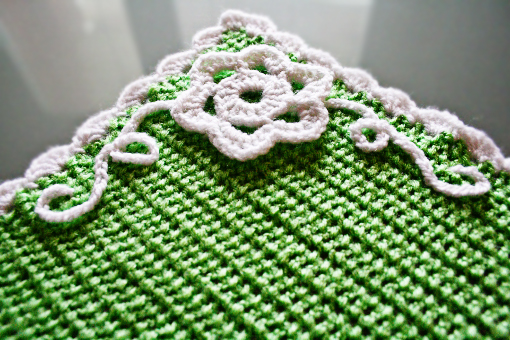 crochet placemat free pattern by zoomyummy.com