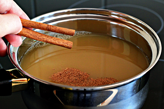 hot spiced apple cider recipe with step by step pictures, rum, nutmeg, cinnamon, apple cider, heating cider