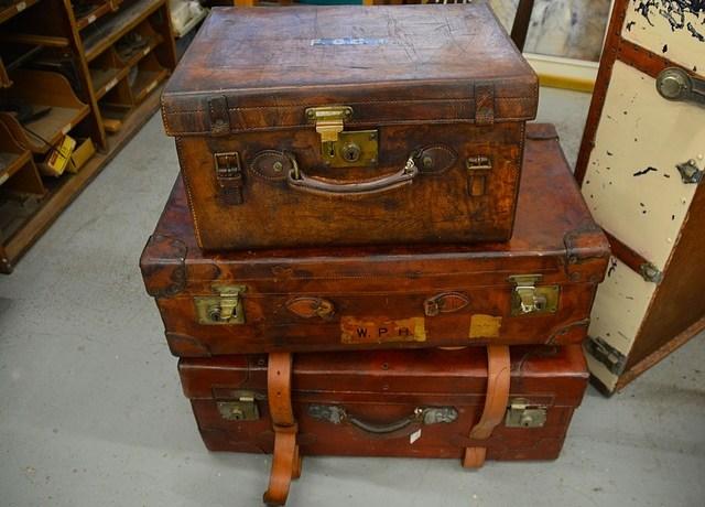suitcases-1181806_640