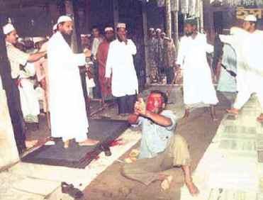 muslims-beating-hindu