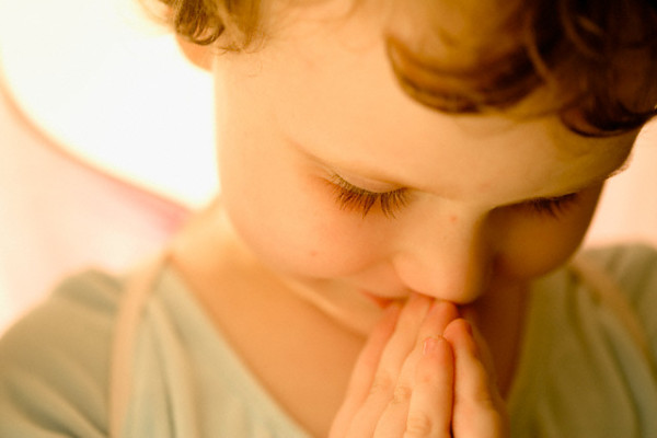 Dallas, TX, USA --- Little Girl Praying --- Image by © Tamara Reynolds/Corbis
