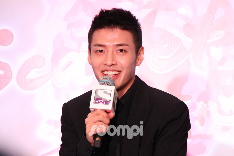 Kang Ha Neul Wins Hearts At Singapore Press Conference