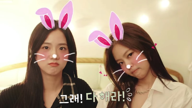Image result for Jennie and Jisoo