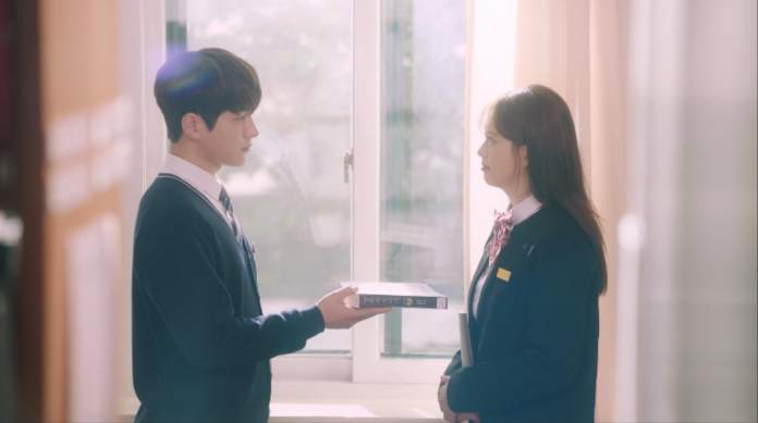 """- INFINITE L Go Ara - INFINITE's L And Go Ara Shed Light On Their Past Friendship As Classmates In """"Miss Hammurabi"""" Stills  - INFINITE L Go Ara - INFINITE's L And Go Ara Shed Light On Their Past Friendship As Classmates In """"Miss Hammurabi"""" Stills"""