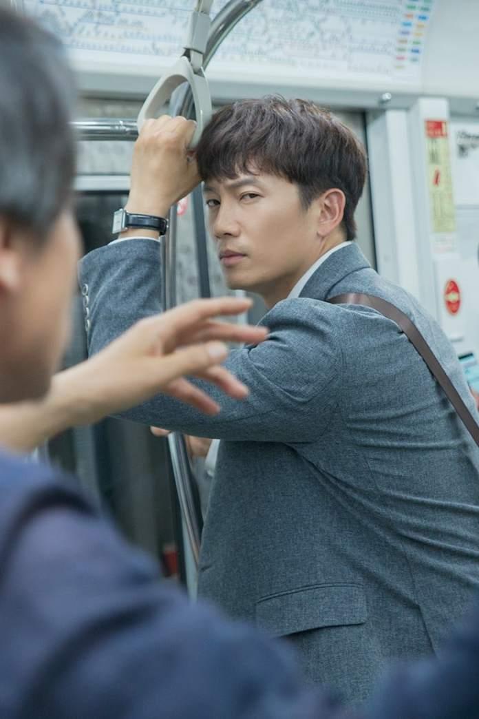 """- Ji Sung 2 - Ji Sung Is A Hardworking Bank Employee In Upcoming Drama """"Familiar Wife""""  - Ji Sung 2 - Ji Sung Is A Hardworking Bank Employee In Upcoming Drama """"Familiar Wife"""""""