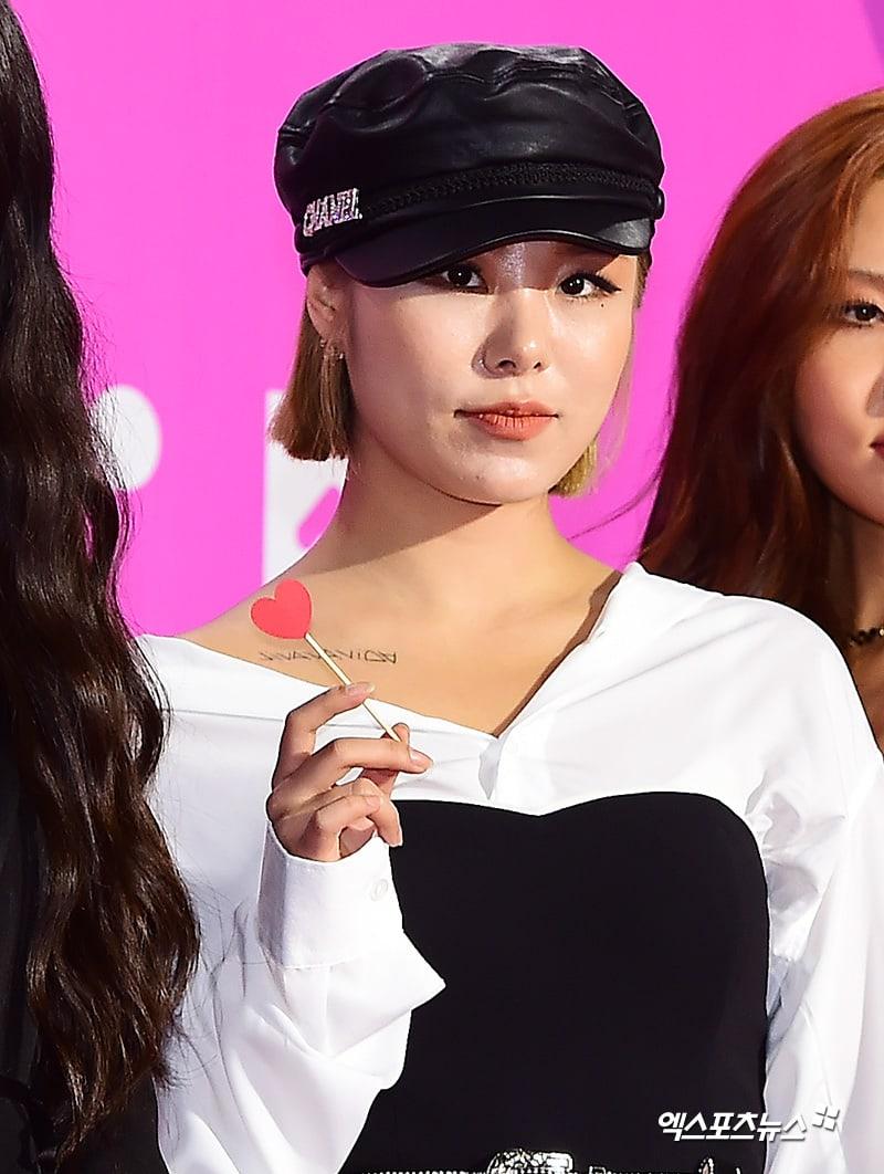 Estrellas iluminan la alfombra roja con sus looks en los 2018 Melon Music Awards 105