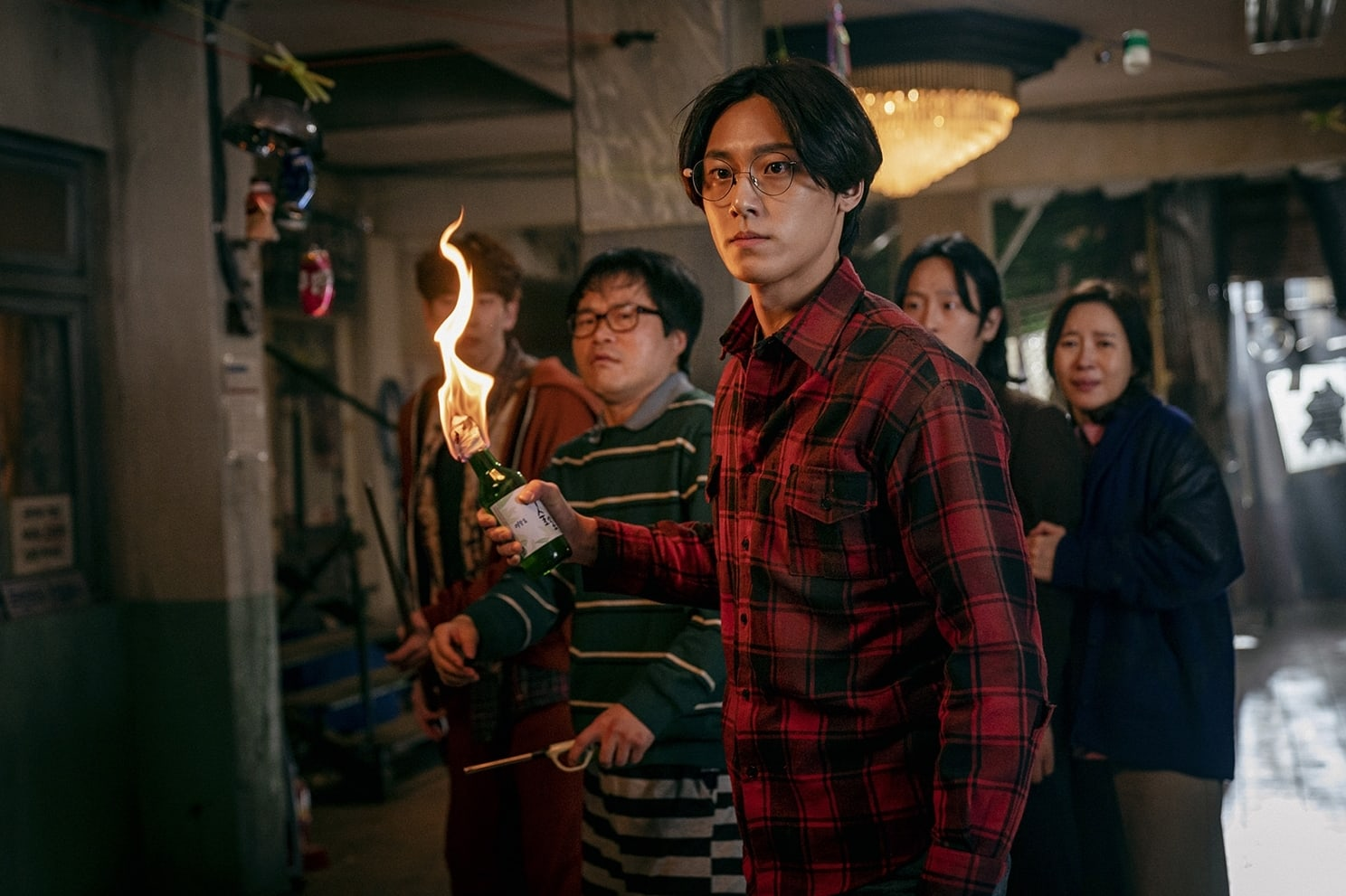 That moment at the shutters, between sang wook and jae heon,. Song Kang Lee Si Young Lee Do Hyun And More Fight To Survive In Sweet Home Soompi