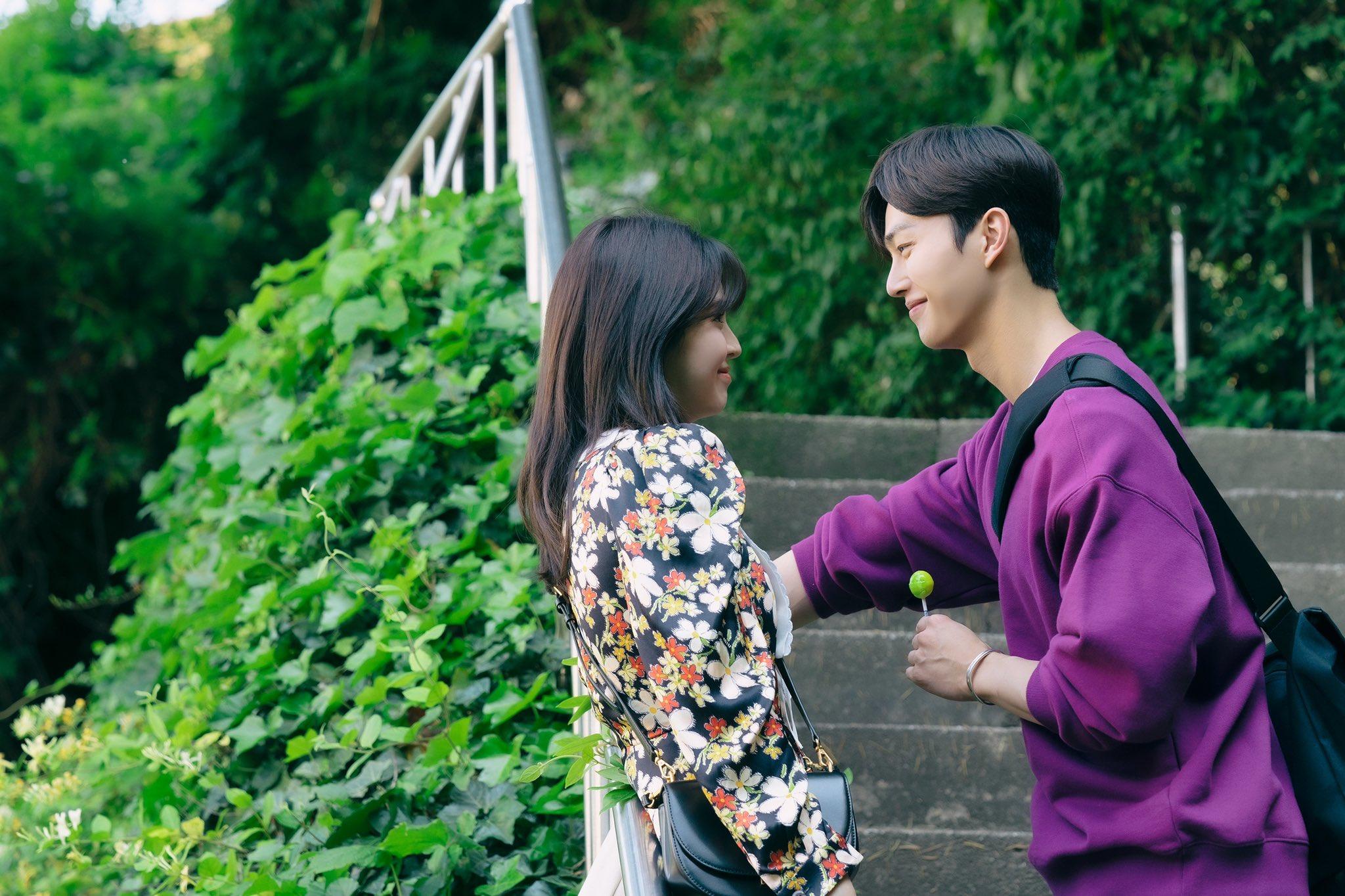 Follow and read Soompi (@soompi)s SNS at Flitto in English.