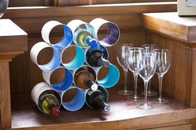 un range bouteilles en boites de conserve par astuces de mamie