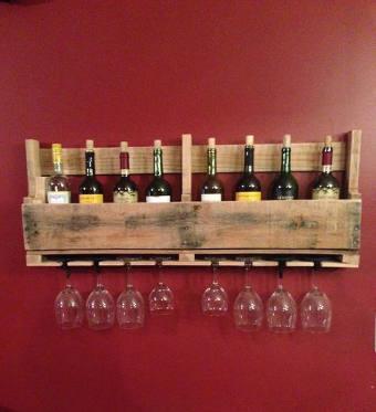 range bouteilles et verres a vin en palette par creamaker