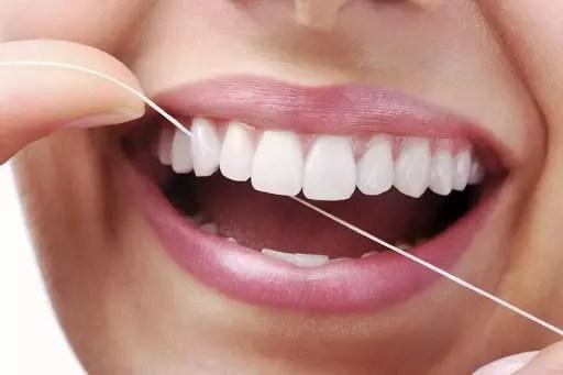 Imagem exemplificando como passar fio dental